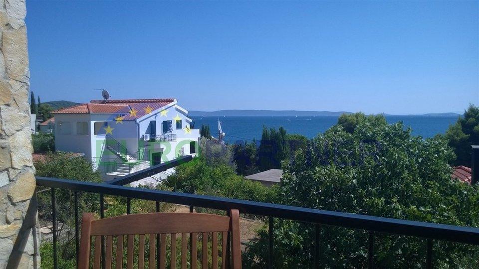 Freistehendes Haus mit Meerblick in der Nähe von Trogir