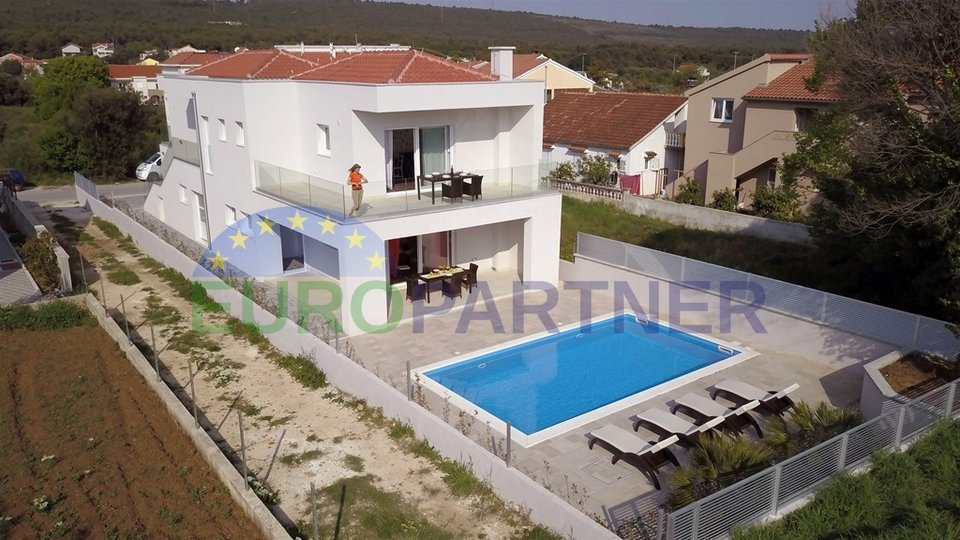 Villa with 3 apartments and swimming pool, near Zadar