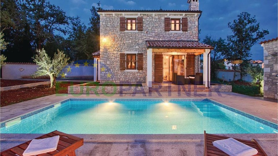 Tipical Istrian stone house with pool near Poreč