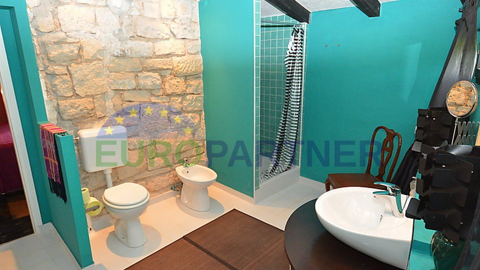 Large estate with swimming pool near Umag
