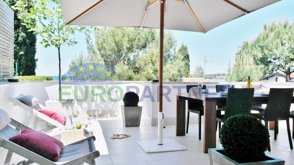 Modern house near Novigrad, only 50 m from the sea