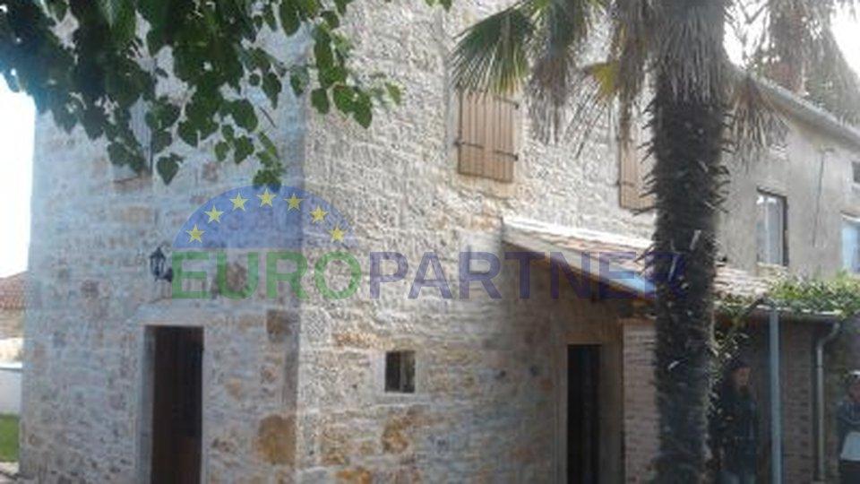 Casa in pietra di distanza dal centro della città di Parenzo e il mare 12 km