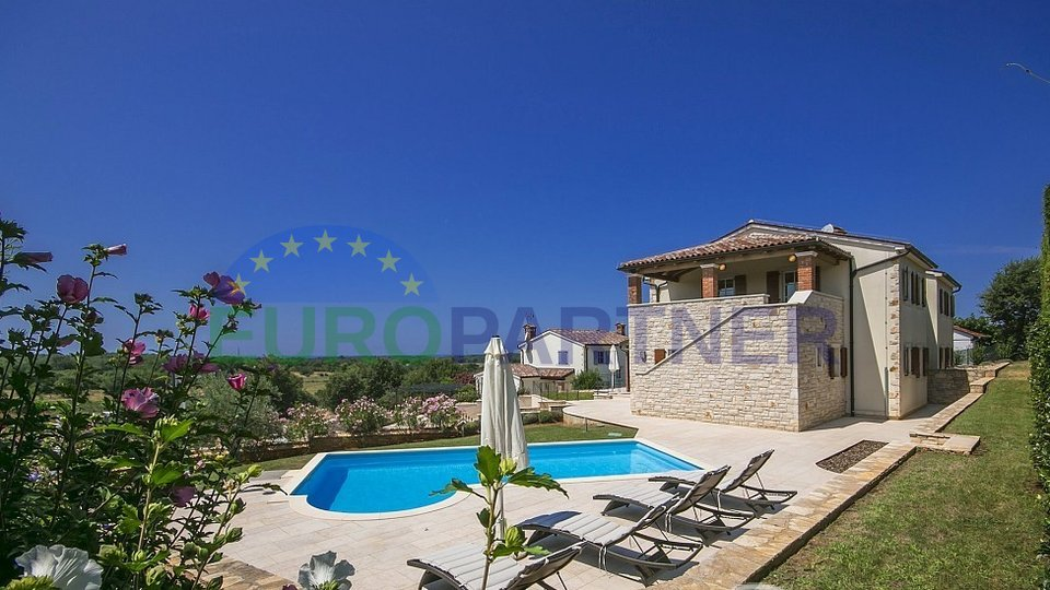 Mediterranean semi-detached villa with pool