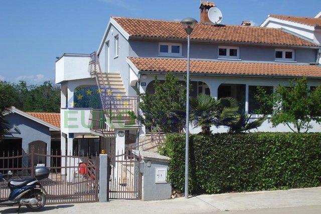 Kuća s apartmanima 500m od mora
