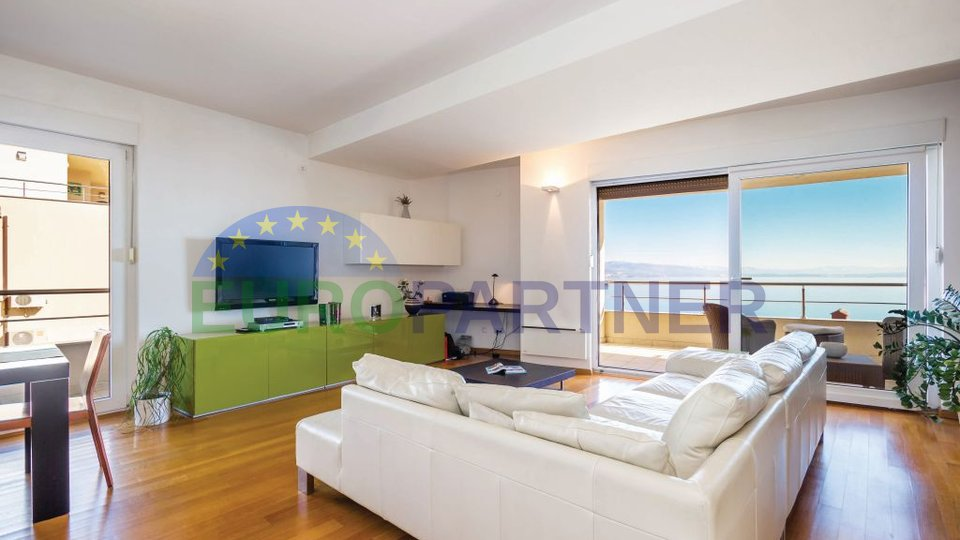 Luxury apartment with swimming pool in urban villa , Opatija