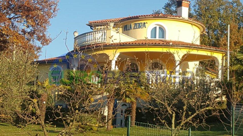 Schöne Villa, 3 km von das Meer  entfernt.