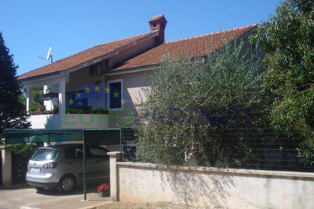 Obiteljska kuća s dva apartmana