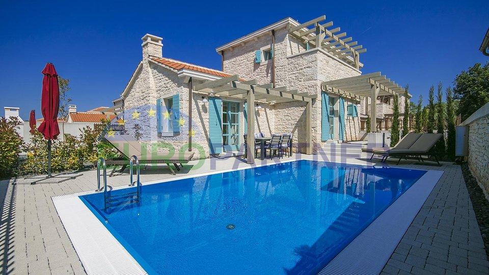 Una bella villa in pietra nelle vicinanze di Medulin
