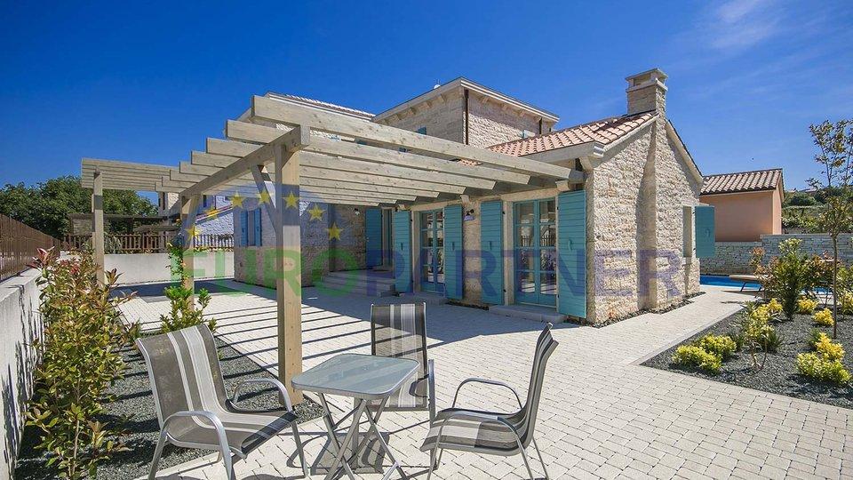 Beautiful stone villa in neighborhood of Medulin city