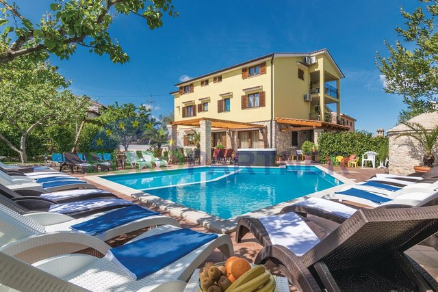 Prekrasna kuća za odmor sa bazenom-Snižena cijena!!!!!
