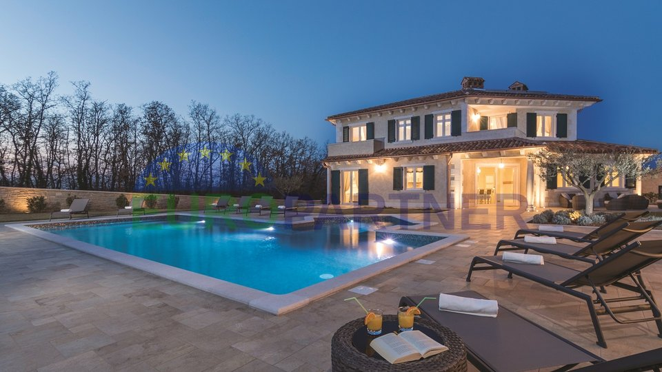 IMPRESSIVE VILLA WITH A LARGE POOL IN A QUIET LOCATION!
