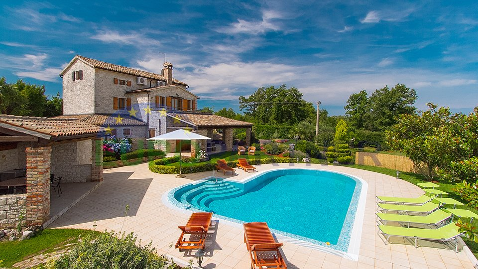 BEAUTIFUL STONE VILLA WITH POOL AND LARGE GARDEN!