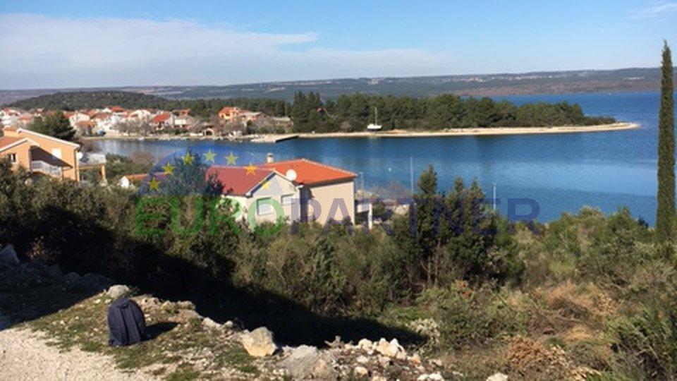 Terreno edificabile vicino al mare, zona di Šibenik