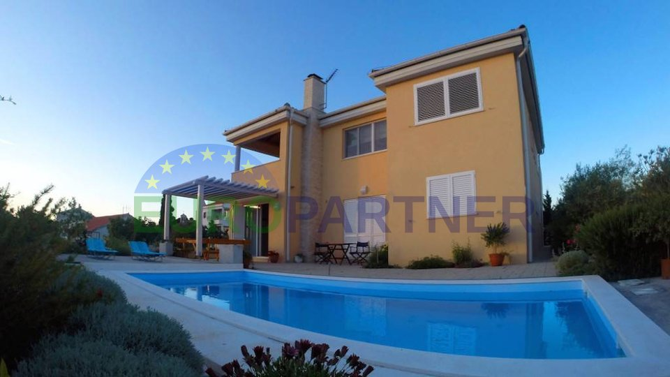 Luxurious villa with swimming pool, Petrčani