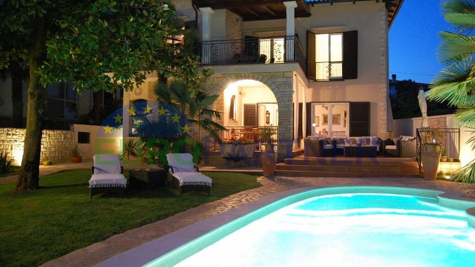 Luxuriöse Villa am Strand mit Pool am exlusiver Lage in Umag