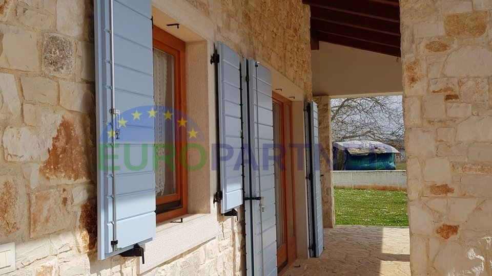Stone house with two apartments and large garden, 6 km from Poreč