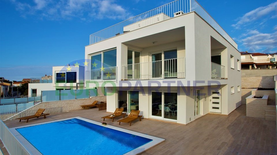 Luxury Villa with sea view!