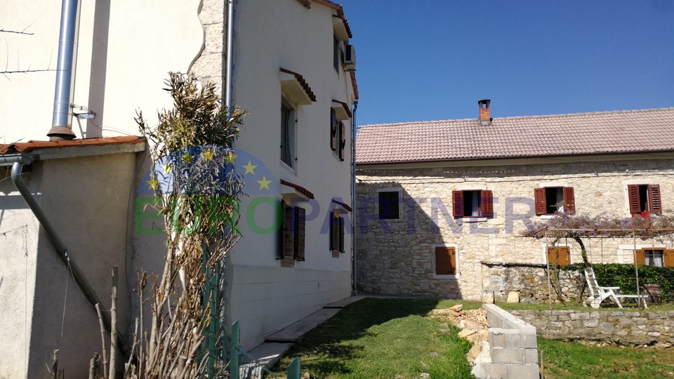 Vizinada: rennovated stone house in the centre of the village