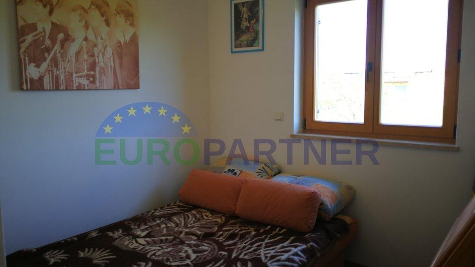 Comodo appartamento con due camere da letto e vista aperta