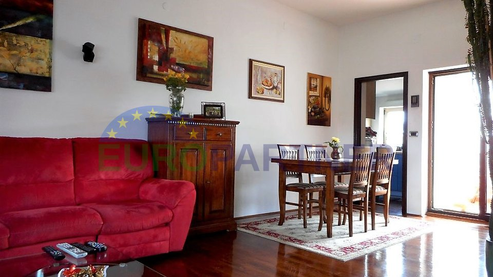 Wohnung in Porec Zentrum mit 3 Schlafzimmer , 100 m vom Meer