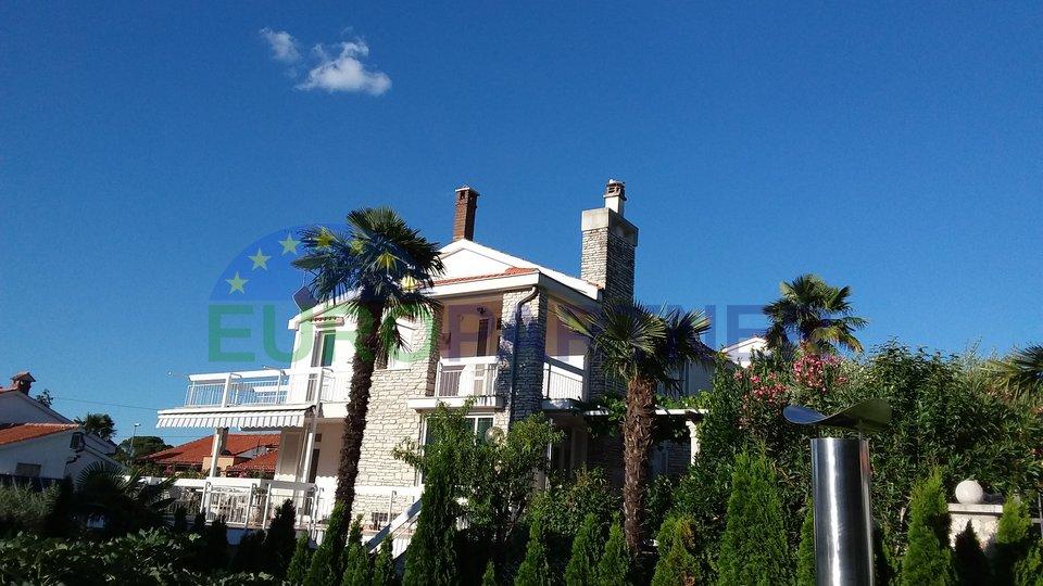 Samostojeća kuća 200 m od plaže !