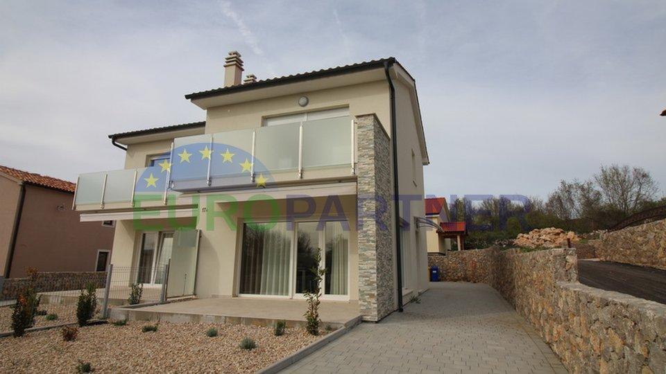 Nova dvojna kuća u okolici grada Malinske s pogledom na more