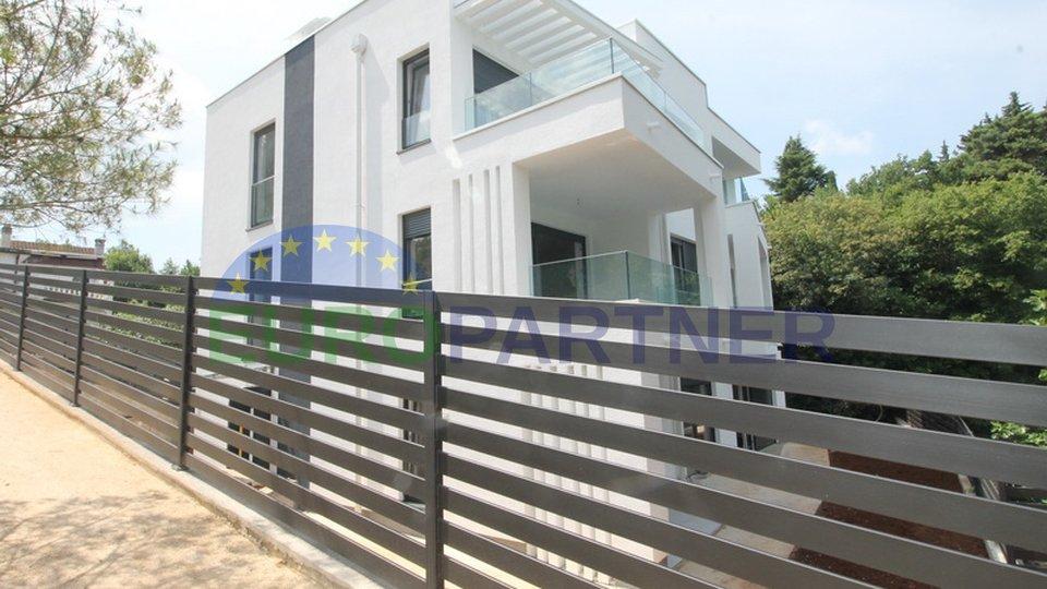 Luxury apartment near the sea
