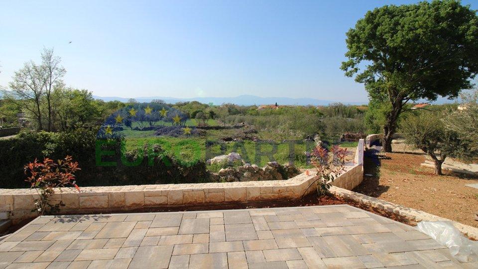 Ekskluzivna kamena vila s bazenom, velikom okućnicom od 1200 m2 i pogledom na more