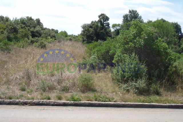 Velika građevinska parcela na odlićnoj lokaciji
