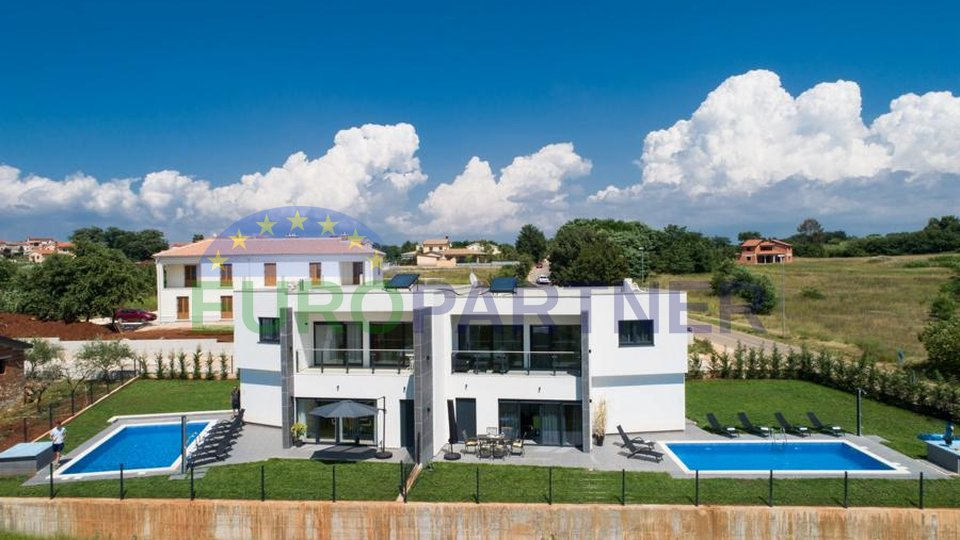 Villa bifamiliare dal design moderno con vista sul mare!