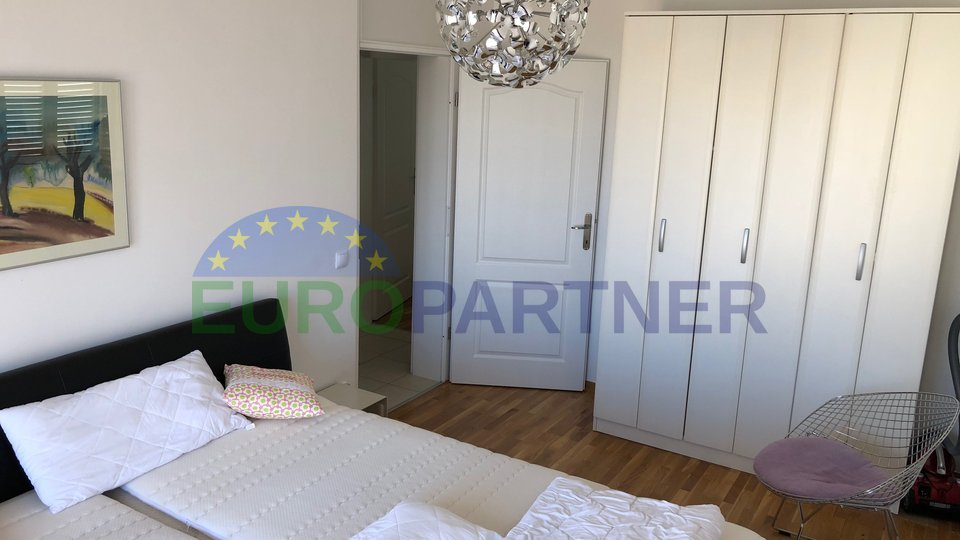 NICE TWO-BED APARTMENT IN NOVIGRAD WITH SEA VIEW!