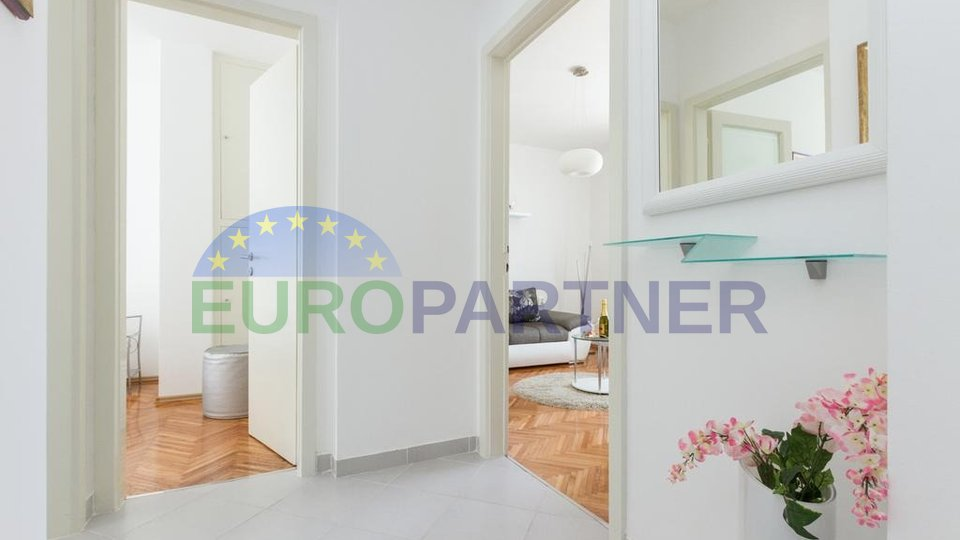 Completely renovated apartment located 5 min. from the sea and the city center