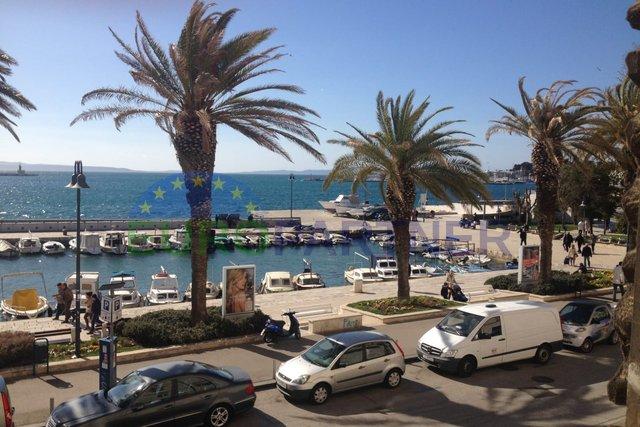 Stan na ekskluzivnoj lokaciji sa predivnim pogledom na Rivu i more