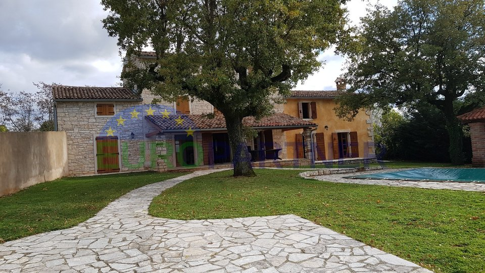 Renovated detached stone house with swimming pool, 14 km from Poreč
