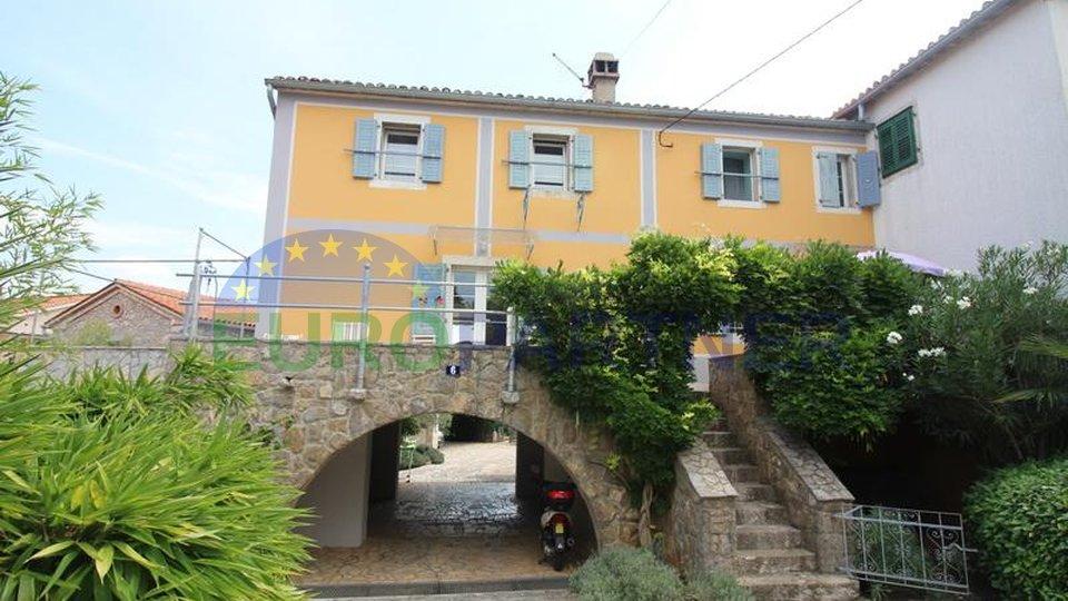 Malinska-Veglia, due esclusive case in pietra con piscina e grande uliveto