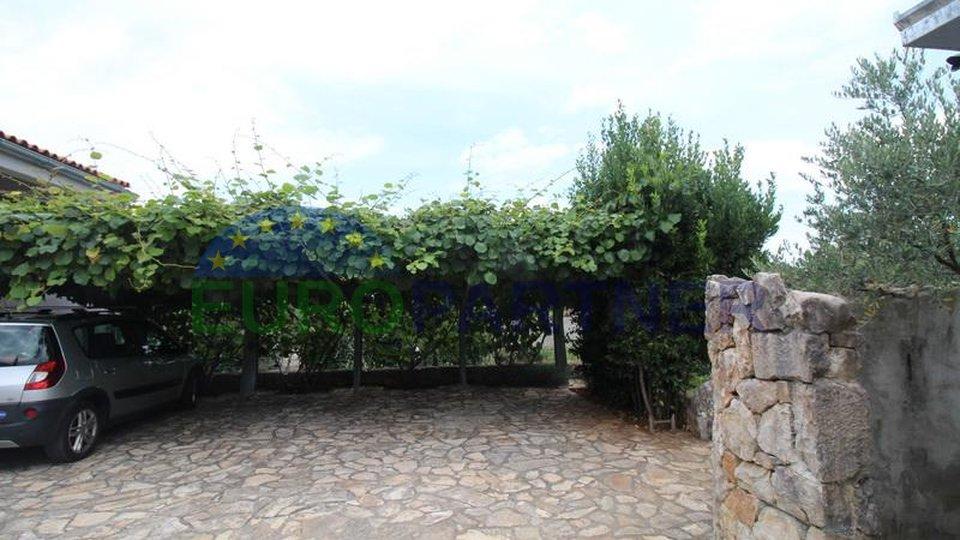 Malinska-Krk, dvije ekskluzivne kamene kuće s bazenom i velikim maslinikom