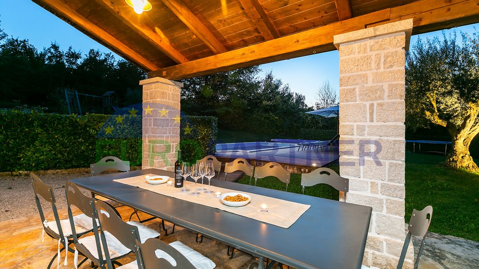 Villa in pietra con piscina riscaldata 50m2, in un'ottima posizione!