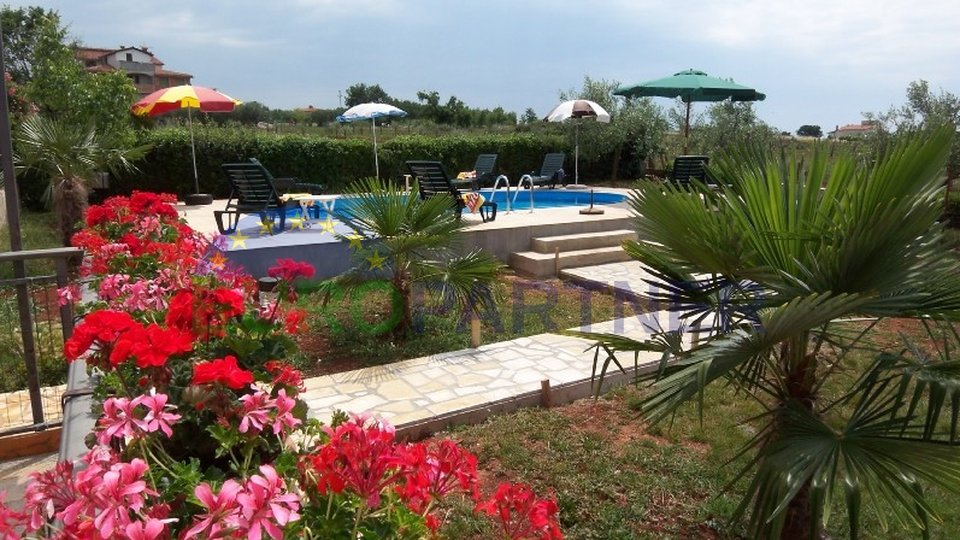 Appartementhaus mit Pool und Meerblick