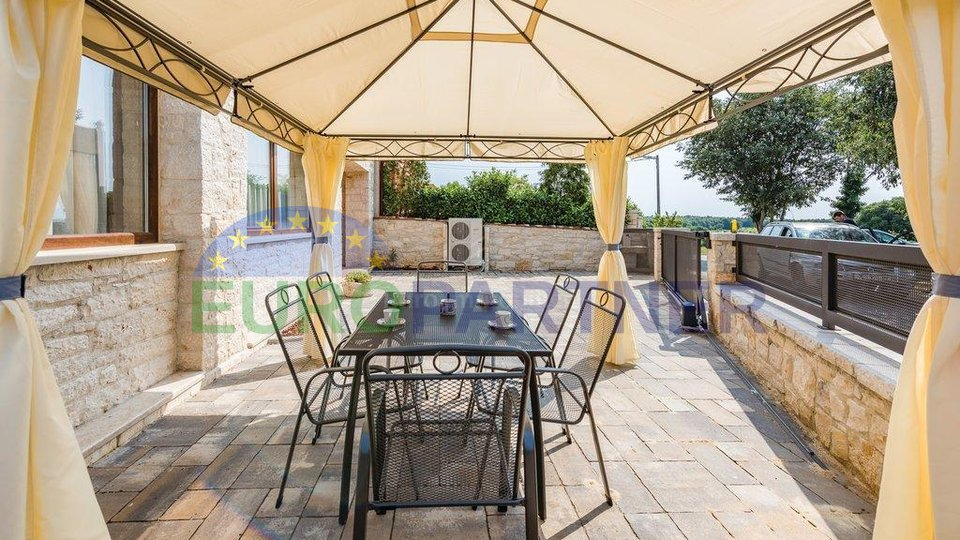 Beautifully decorated house in the middle of a series, 5 km from Porec