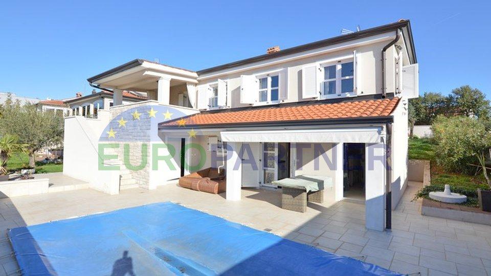 Casa con piscina, vicino di Parenzo