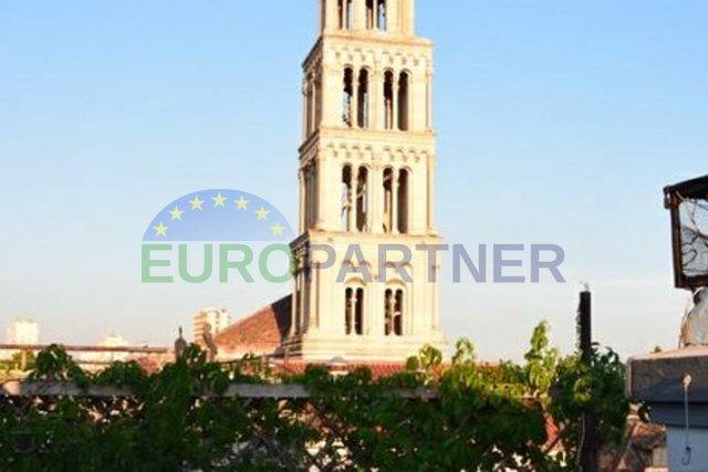 Stan idealan za turizam, terasa s pogledom na katedralu Sv.Duje