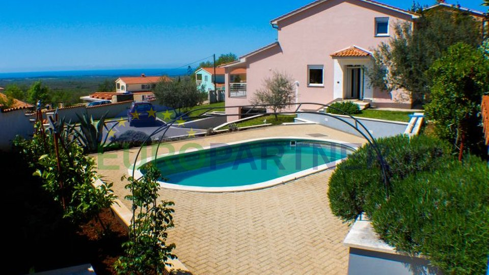 Detached house with swimming pool and fantastic sea view