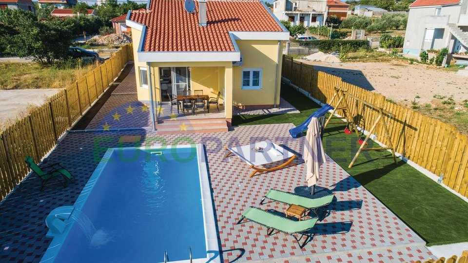 Beautiful house with swimming pool, 6km from the sea