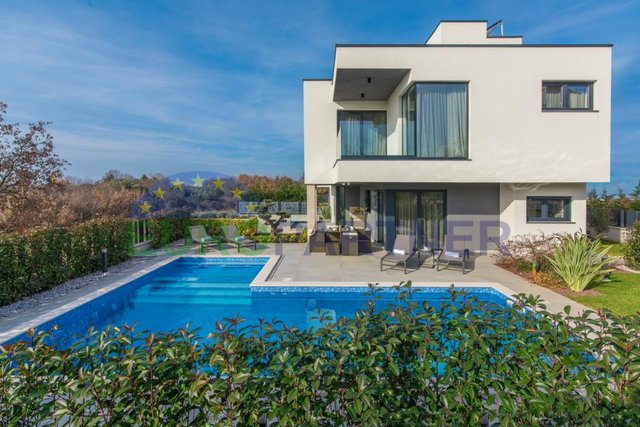 Modern semi-detached villa with a beautiful view of the sea