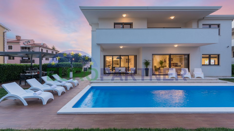 Luxurious villa with pool on a beautiful location
