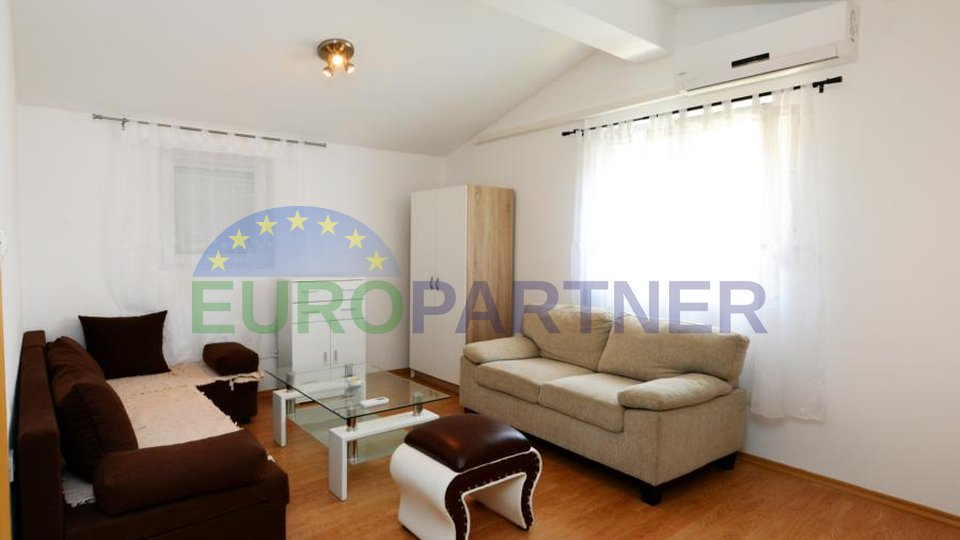Family house with three apartments located 3.5km from the town of Porec