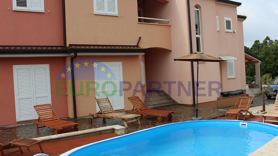 Schönes Ferienanlage bestehend aus 3 Einzelhäuser mit 2 Pools