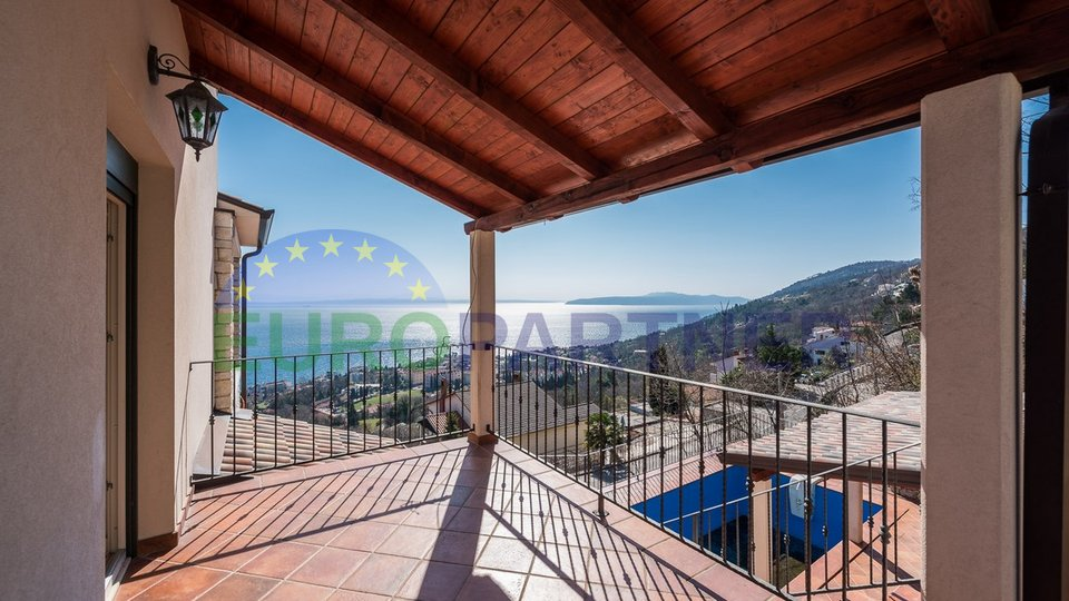 Detached house in the middle of nature with open sea views