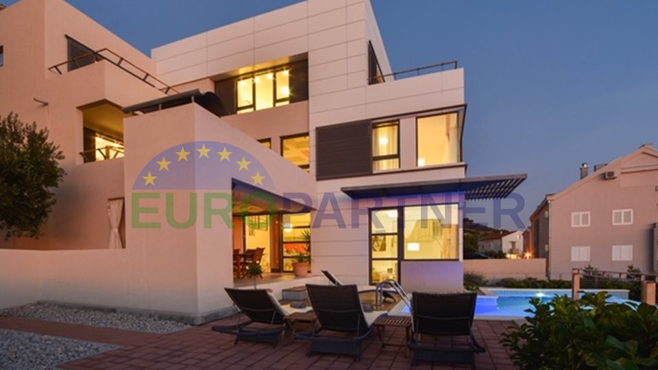Modern villa near the center of Makarska with open sea and city views