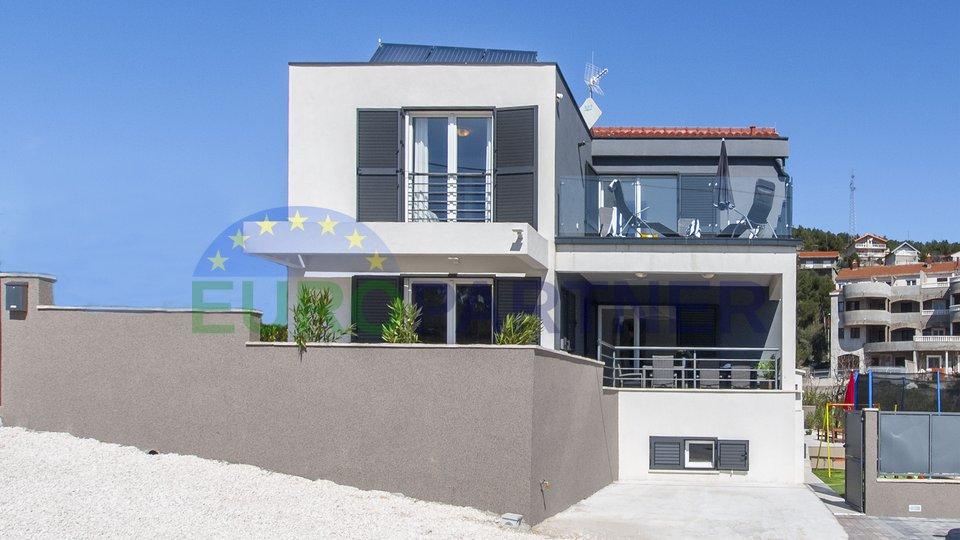 Neu gebaute Villa mit wunderschönem Meerblick Marina, Trogir